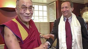 East meets West: His Holiness the Dalai Lama and President Lawrence H. Summers at Massachusetts Hall
