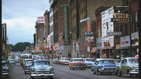 Charles Cushman's America, in Kodachrome: Phillips Avenue, Sioux Falls, South Dakota, 1959 (above), and Newberry and Maxwell Streets, Chicago, 1950 (below, right)</p>