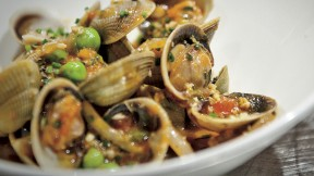 Fusilli with clams and fresh peas