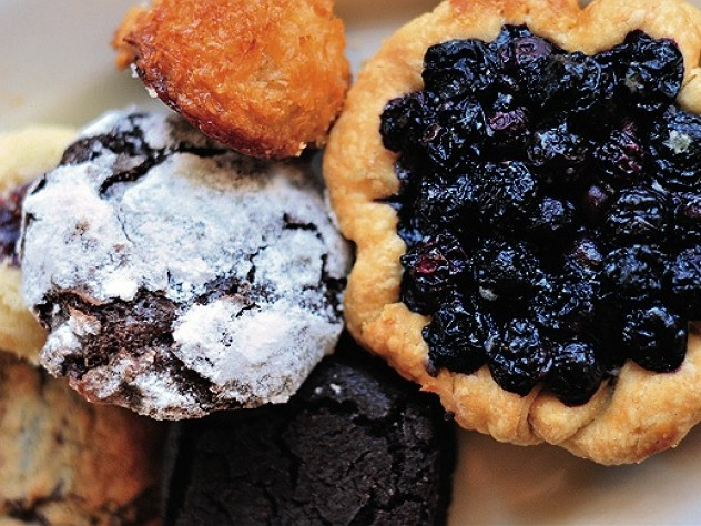 A tart and cookies