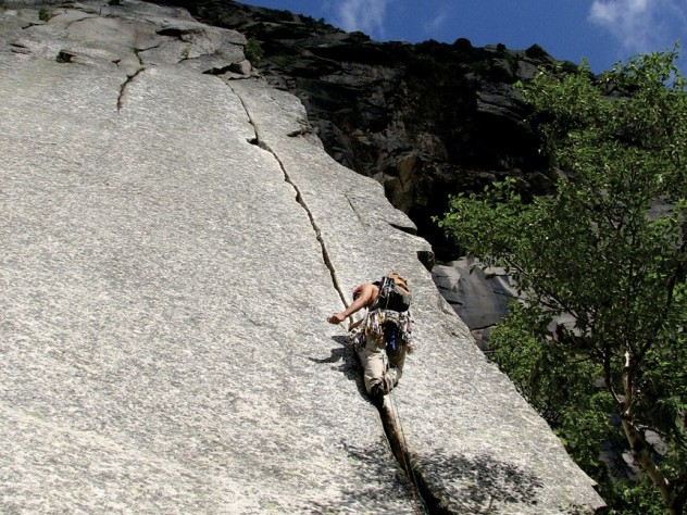 """Former Mountaineering Club head Jimmy Watts '10 """"trad"""" climbs at Cannon Cliff in Franconia Notch, New Hampshire."""