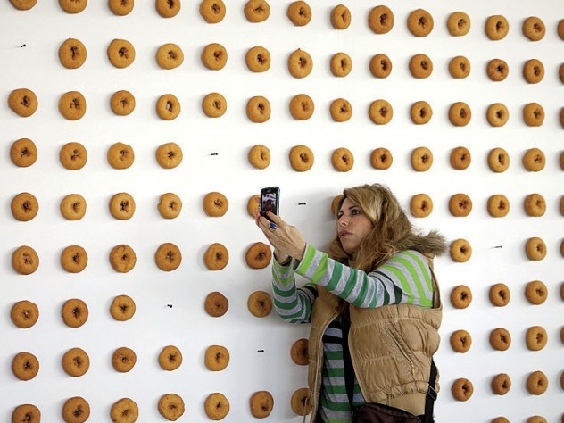 A spectator in front of the <i>Old-Fashioned</i> doughnut wall