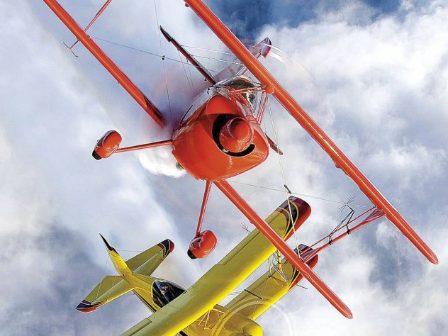 An Oracle Challenger (red) and Wolfpitts (yellow)