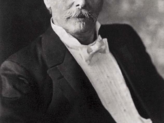 Formal portrait of Karl May