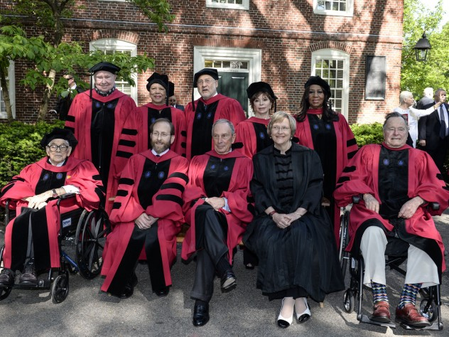 Front row from left: Seymour Slive, Provost Alan Garber, Michael R. Bloomberg, President Drew Faust, George H. W. Bush. Back row from left: Peter H. Raven, Patricia King, Joseph E. Stiglitz, Isabel Allende, Aretha Franklin