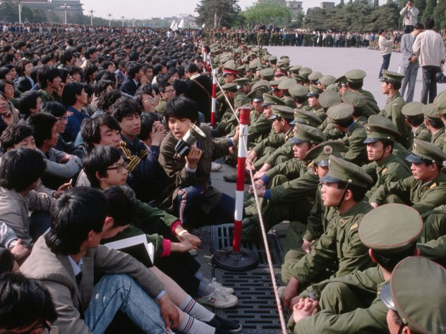 Soldiers block students from the memorial service for Hu Yaobang in the Great Hall of the People, April 22