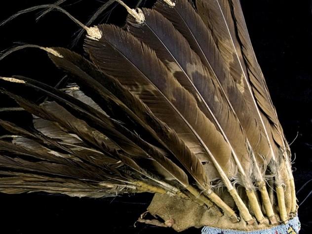 A headdress from <i>Wiyohpiyata: Lakota Images of the Contested West,</i> at the Peabody Museum