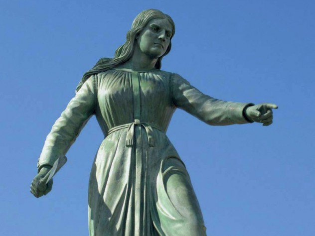 The Hannah Duston statue in Haverhill memorializes the axe-wielding English colonist.