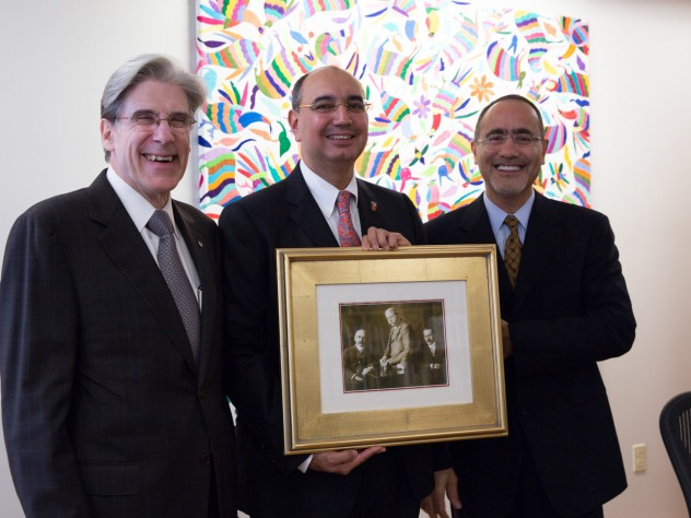 Dean Julio Frenk (left), Ali Ülker (middle), and Gökhan S. Hotamisligil (right). Ülker was presented with a picture of HSPH's founders: George Whipple, William Sedgwick, and Milton Rosenau.
