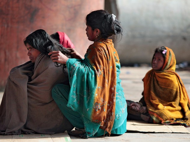 Many families make their homes on sidewalks near the train station in Jaipur, India.