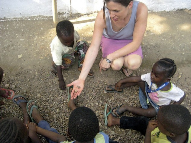 Betancourt engages Sierra Leonean children in a counting game.