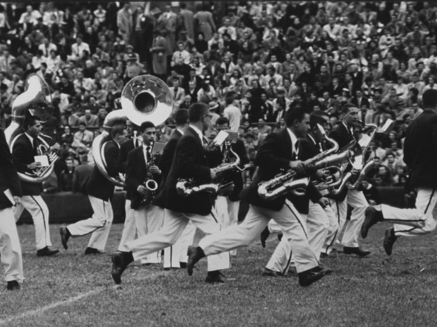 Bandsman scramble to get into a new formation at halftime