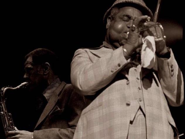 Photograph of jazz greats Dizzy Gillespie on trumpet and Dexter Gordon on tenor saxophone, circa 1976