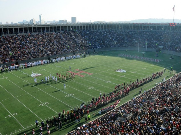 A capacity crowd at the Stadium saw the lead change hands four times in the final quarter.