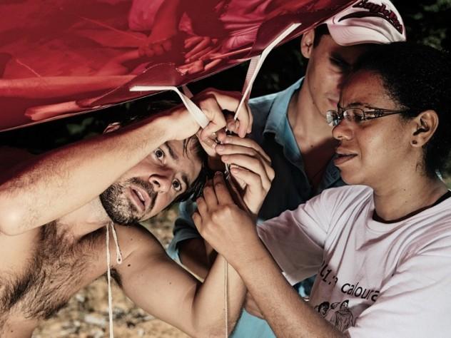 Flores, Tapajós, and Rosa Maria Nascimento dos Santos attach a tether to the balloon prior to launch