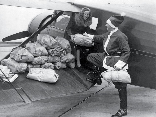 Snow and his wife load up (1940).