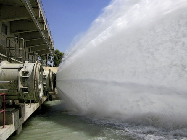 while spillways return excess water to the Indus.