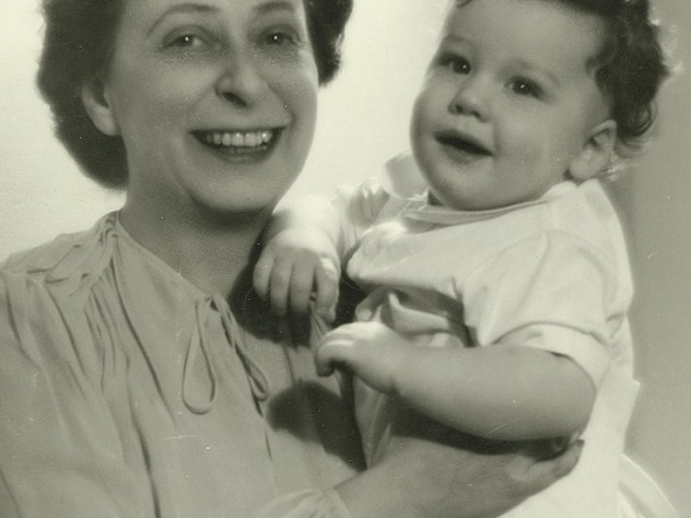 Phillips with her adopted son, Thomas, in early 1942