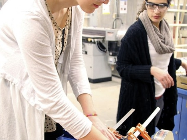 Katherine Ingersoll '15 and Samia Kayyali '15 work on the construction lab's final project in the GSD's wood shop.