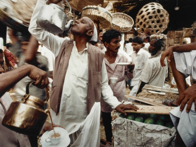 <em>Mango Season, Crawford Market, Mumbai</em>, Maharastra, 1993, on display at the Sackler Museum
