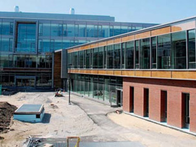 The Northwest Science Building was designed to foster interdisciplinary collaboration among 30 researchers, their laboratories, and staffs.