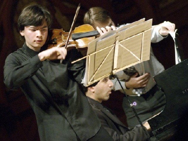 The accomplished Stephan Jackiw '07 performed 'Road Movies,' composed by John Adams '69.