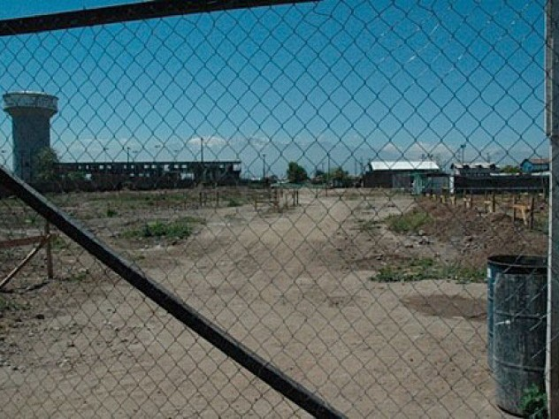 The site of the second phase of the ELEMENTAL development in Lo Espejo, where a shantytown once stood. Even from Santiago's most impoverished neighborhoods, the majestic Andes are visible in the distance.