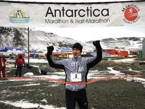 Alan Nawoj winning the 2013 Antarctica Marathon